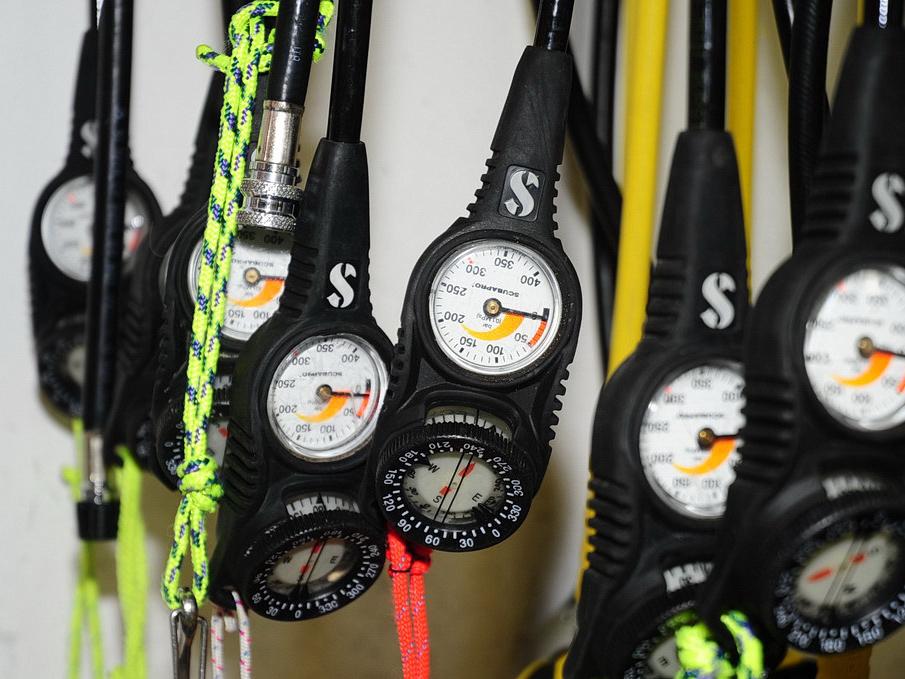 Finimeter und unterwasser Kompass
