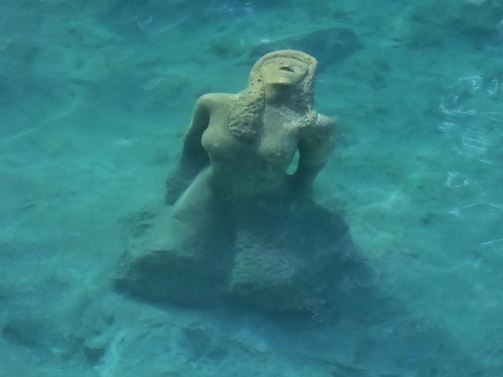 Beim Blausee Tauchen Statue entdeckt