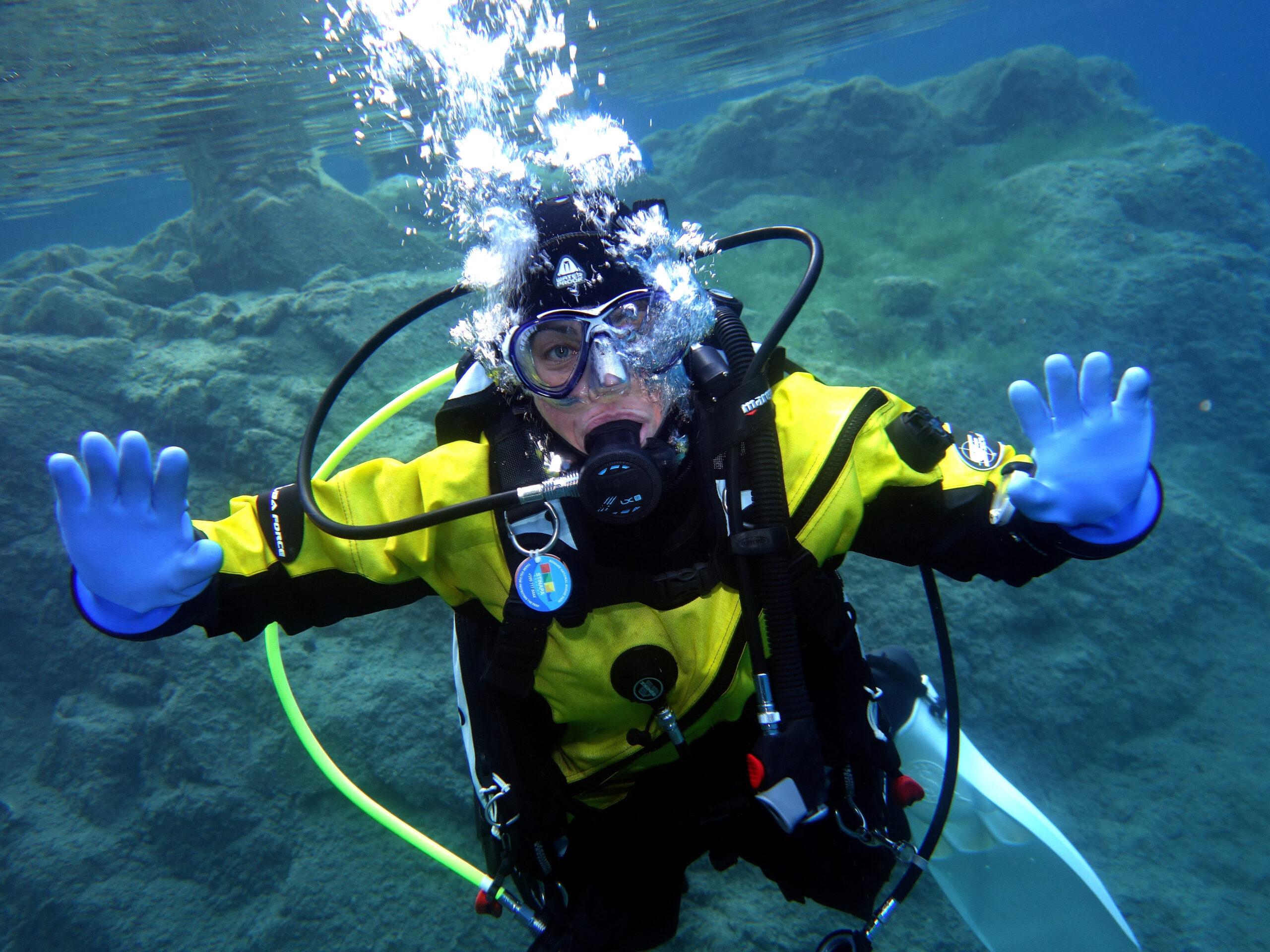 Tauchen im klaren Blausee
