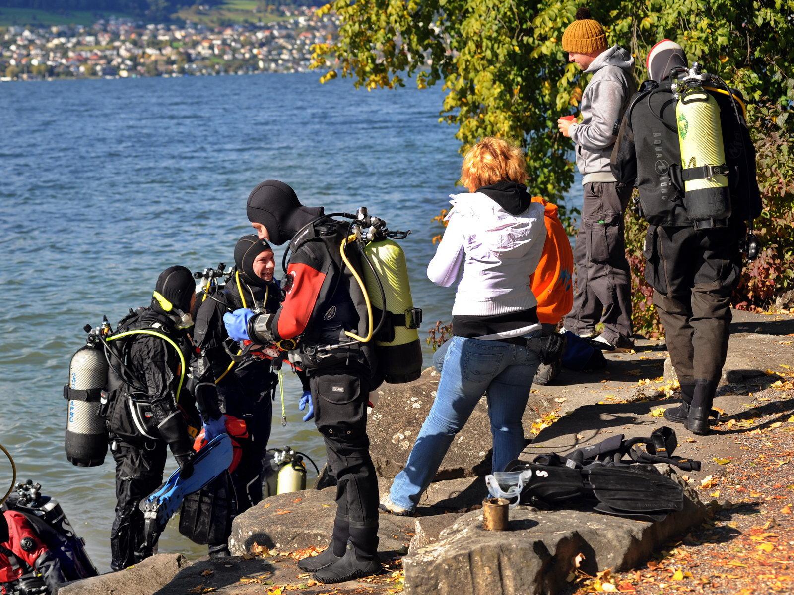 SCUBA VIVA Test Tauchergruppe am Ufer
