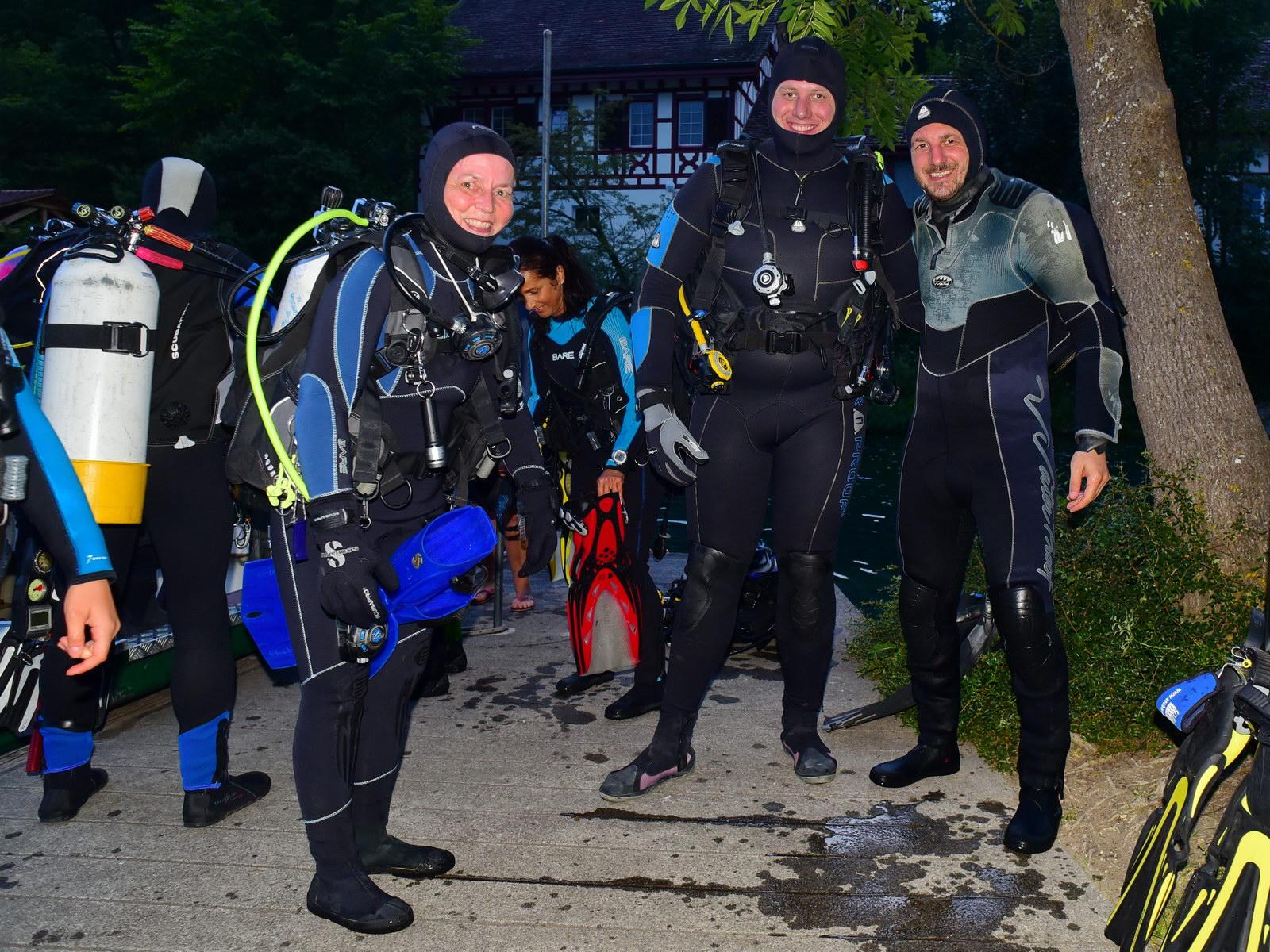Dive Center SCUBA VIVA Taucher vor dem Tauchgang