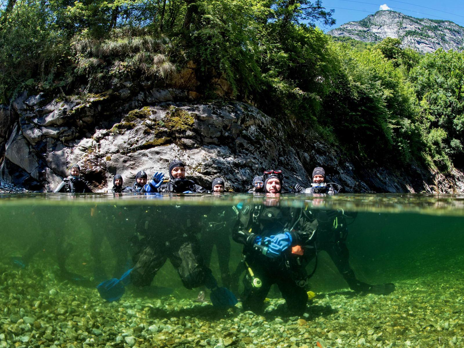 Gruppenfoto beim Fluss Tauchen Brevet
