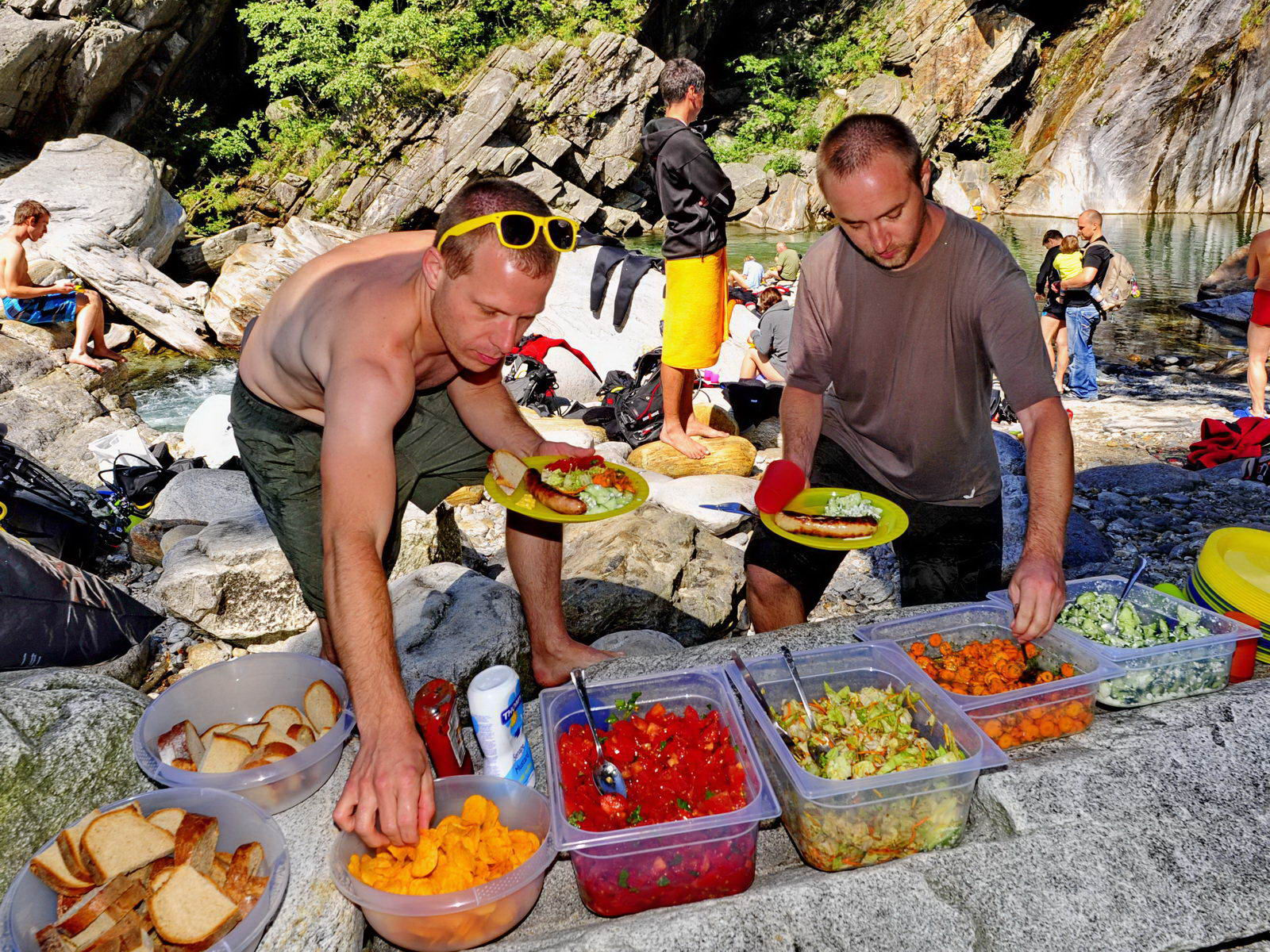Mittagessen beim SCUBA VIVA Fluss Tauchbrevet