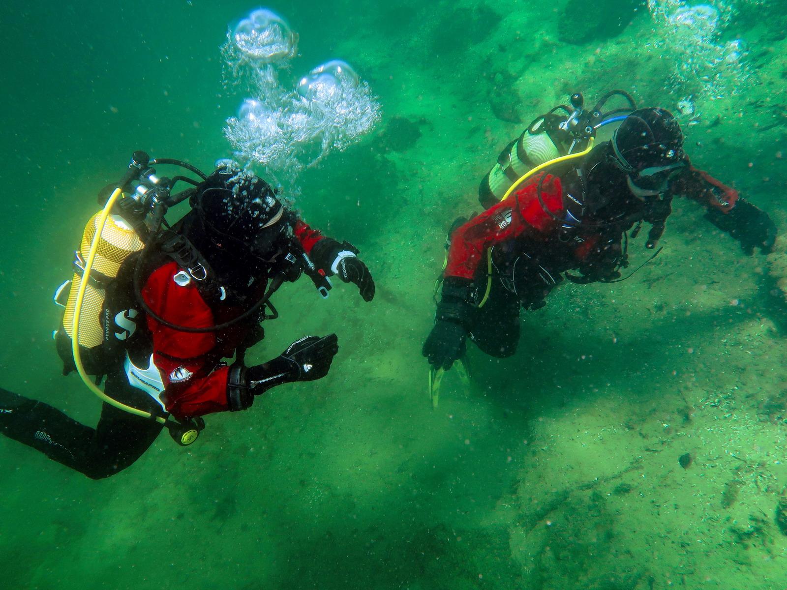 Tauchschüler beim Freiwassertauchgang Open Water