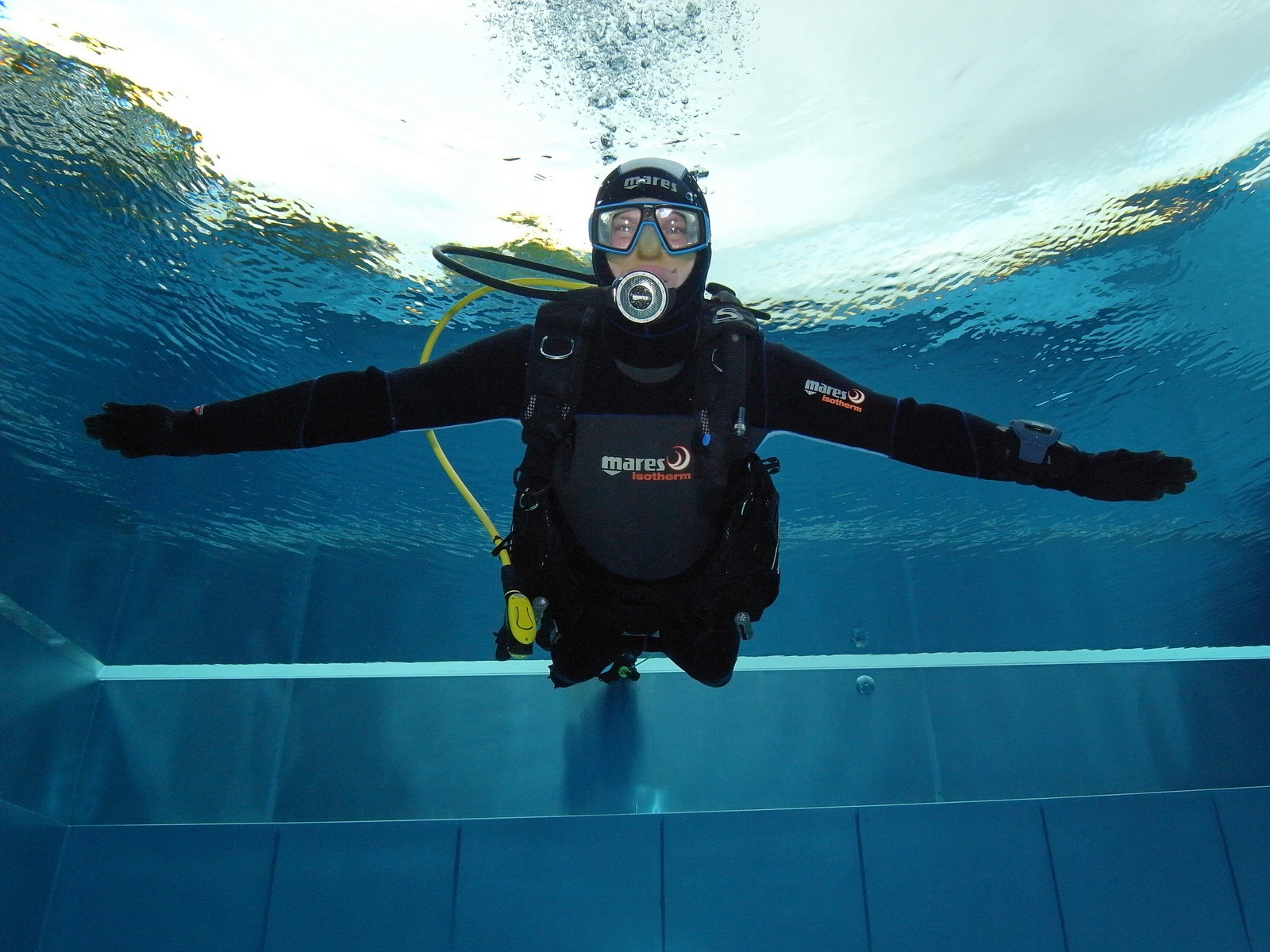 Open Water Schüler schwebt Schwimmbad