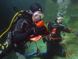 Advanced Diver trainieren das SMB Handling