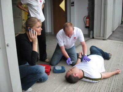 Erste Hilfe Schüler beim Notruf