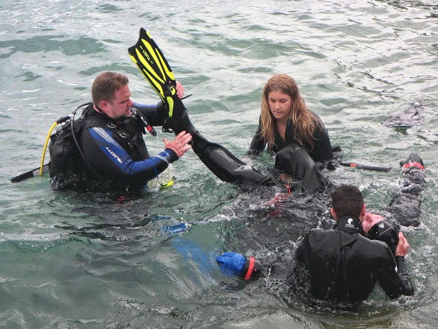 Rettungsübung beim PADI Rescue Diver