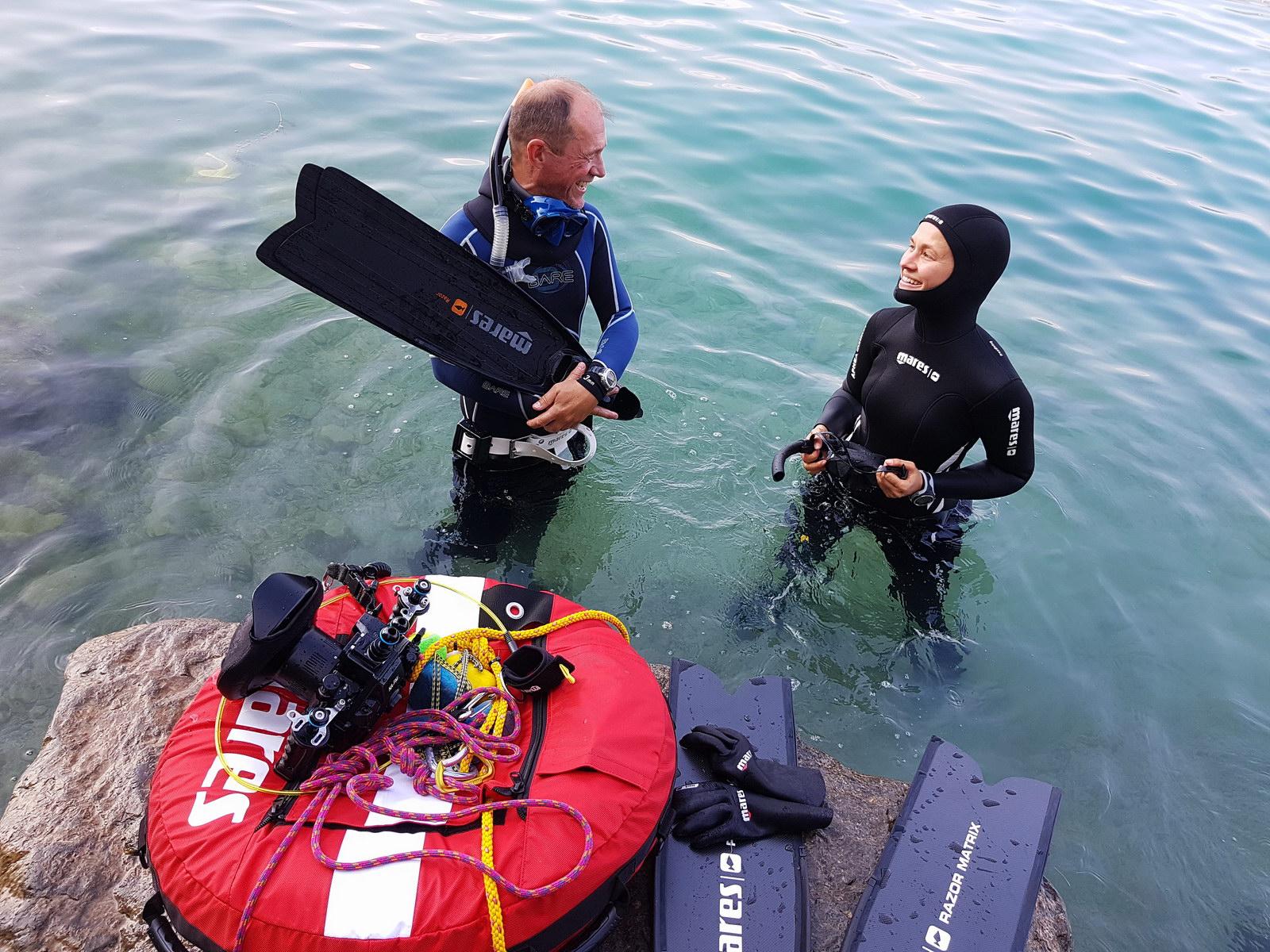 Letzte Vorbereitungen beim PADI Freediver