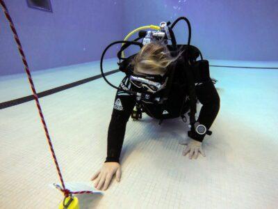 Divemaster-Kandidatin und ihre Unterwassernotizen