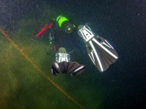 PADI Deep Diver taucht in die Tiefe