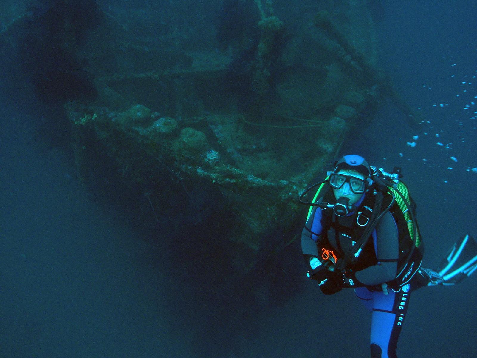 PADI Deep Diver vor einem Wrack