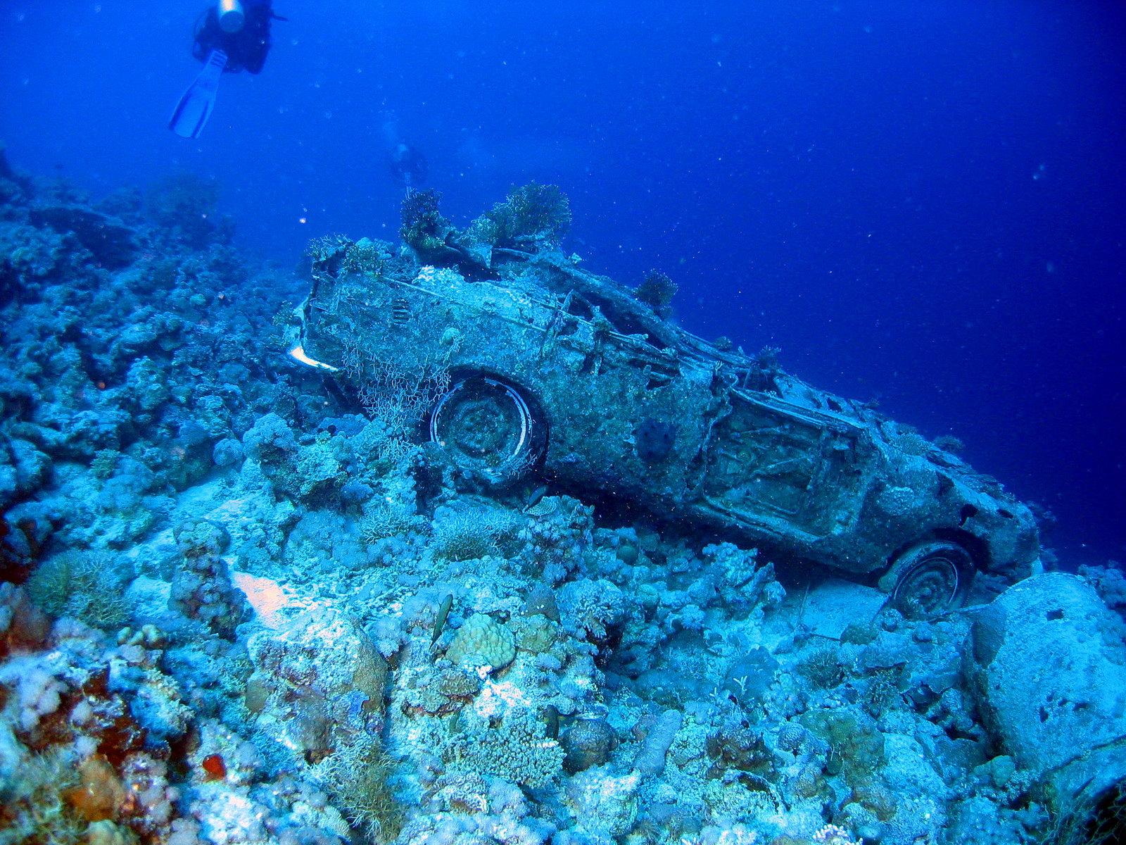 Wracktauchen am Autowrack im Roten Meer