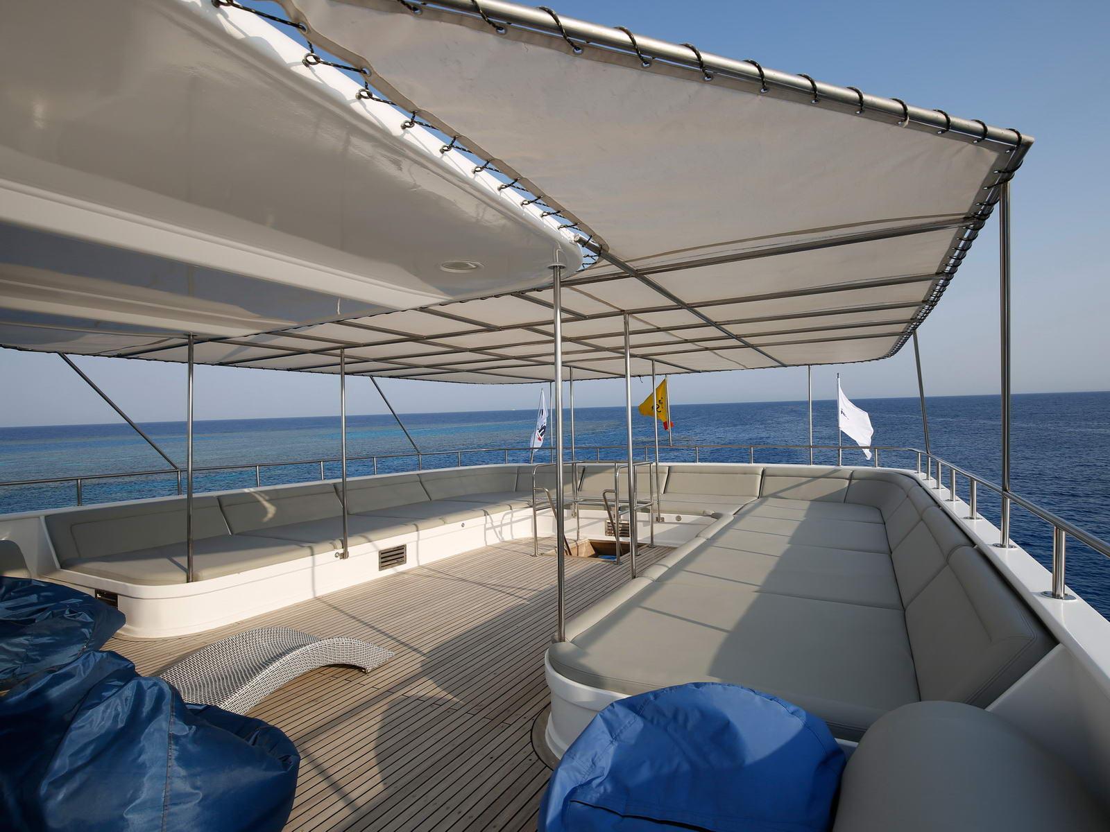 Sonnendeck auf der Tauchsafari Seven Seas