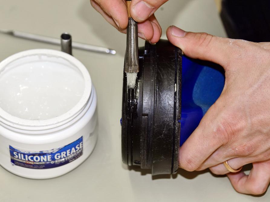 Trockenhandschuhsystem Pflege in Scubaviva Werkstatt