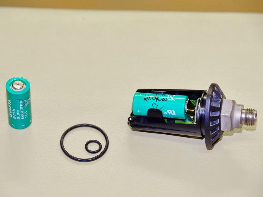 Transmitter Batteriewechseln für Tauchen